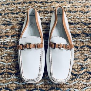 Tod's white moccasin driving loafers 8 flats